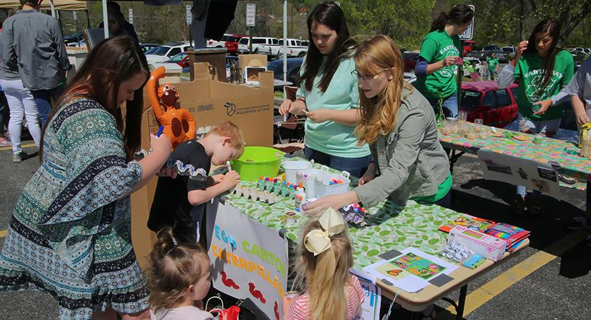 Family works with Vol State students during CHEC Earth Day event